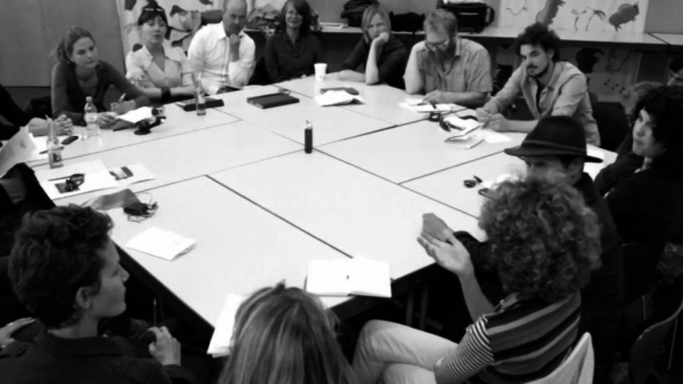 Nature Addicts Fund Academy, Deltagarna runt ett mötesbord.
